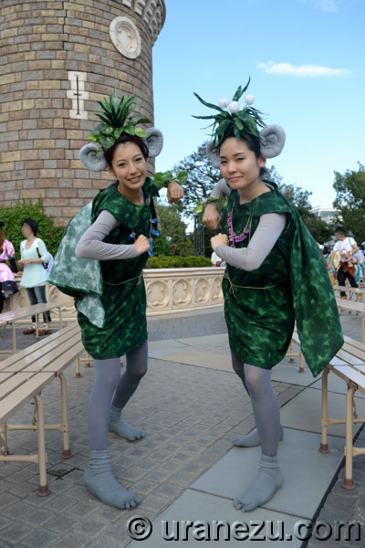 I was very surprised to met this two cute trolls. Look at their headdress and accessory. They made them so elaborately. And look at their foot ...  sc 1 st  URANEZU.com & URANEZU.com Amazing 2014 #2